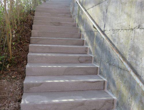 Treppe hinter der Festhalle wurde saniert
